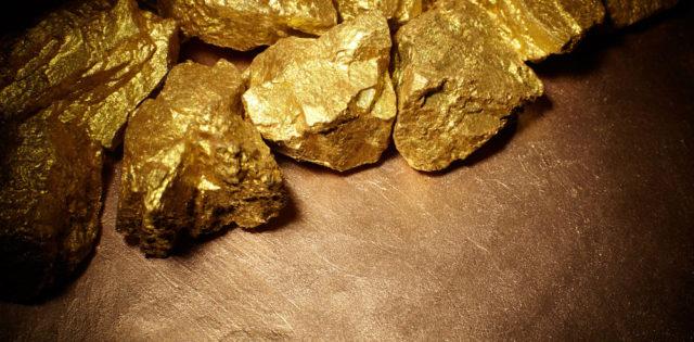 topraktan çıkmış doğal altın