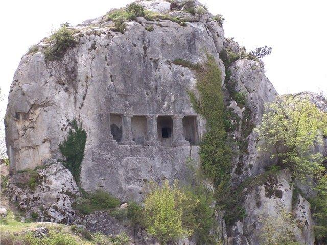 kral kaya mezarı