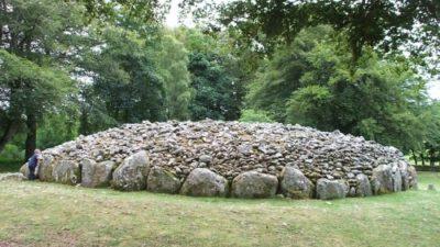 Taş Yığma Mezarlar (Tümülüsler)