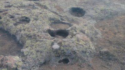 Zemin kayada yuvarlak oymalar